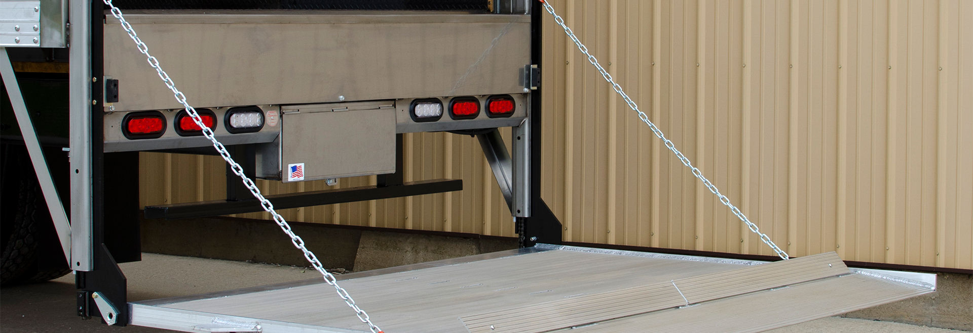 Hydraulic Lift Gates | Lift Gates For Trucks And Tailgates
