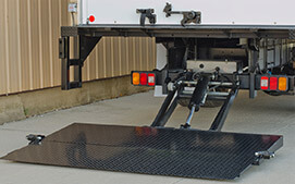 Wide bed height range tuckunder liftgate